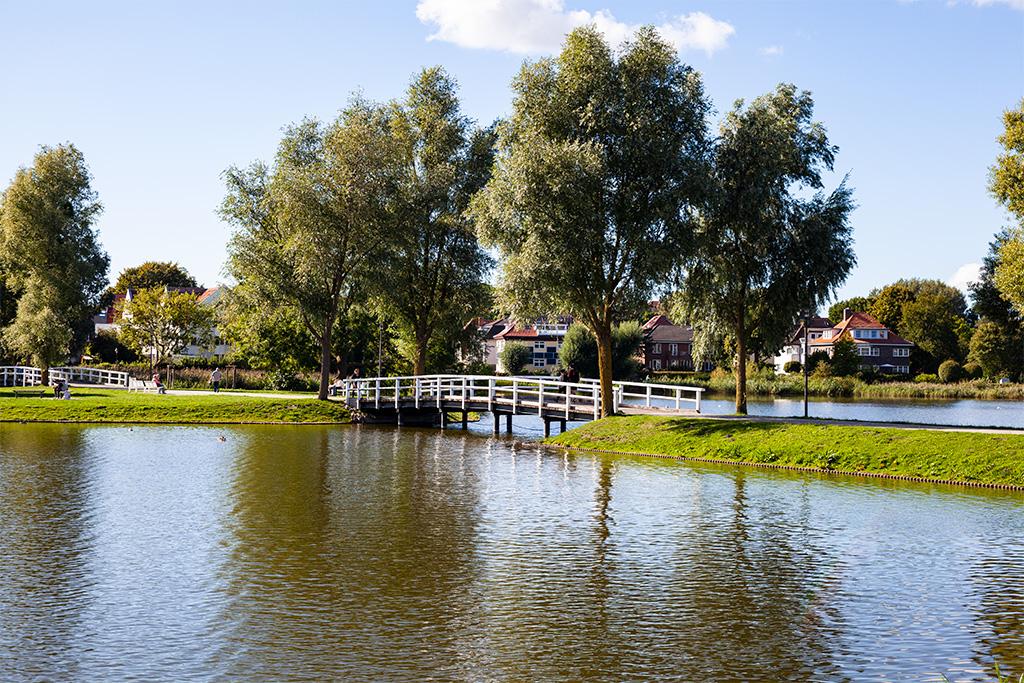 Stralsund –mostek pomiędzy jeziorami parkowymi