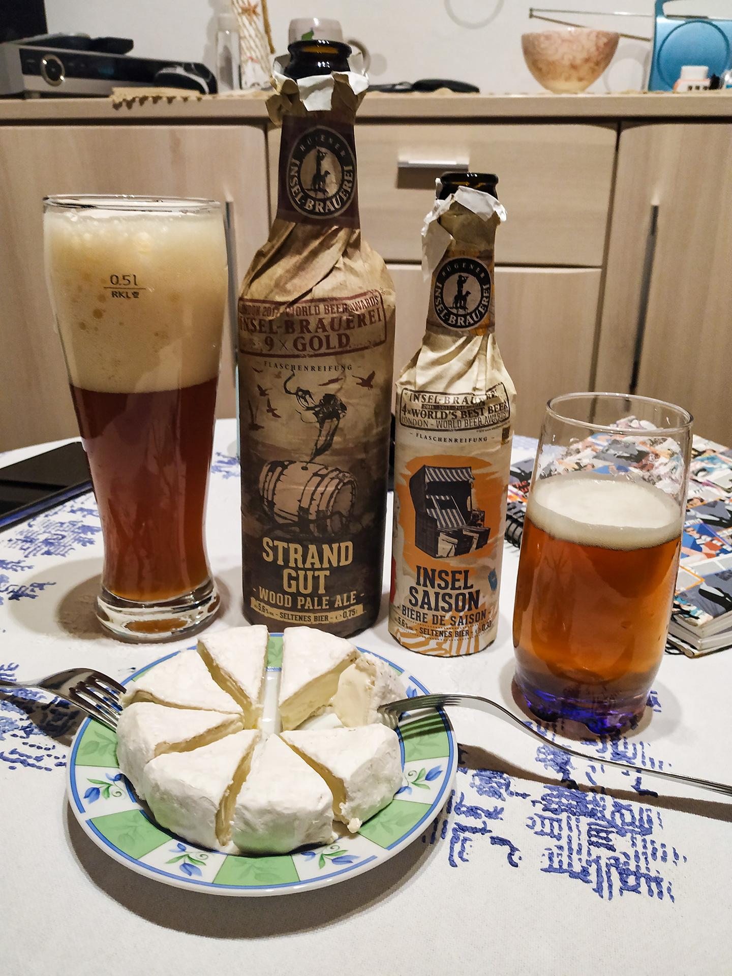 Piwo na wynos ;) Oba bardzo smaczne. Z dodatkiem własnoręcznie zrobionego camemberta :)