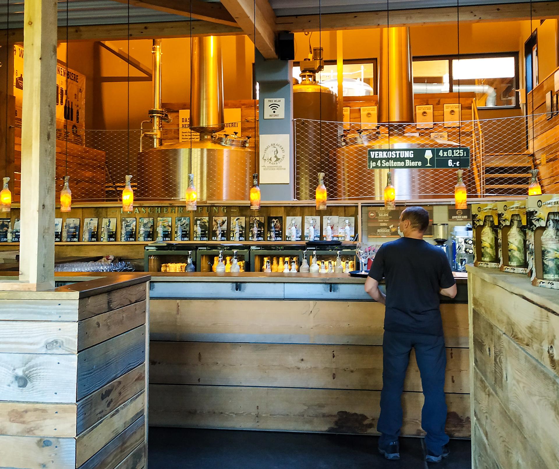 Browar Rugia – przy barze