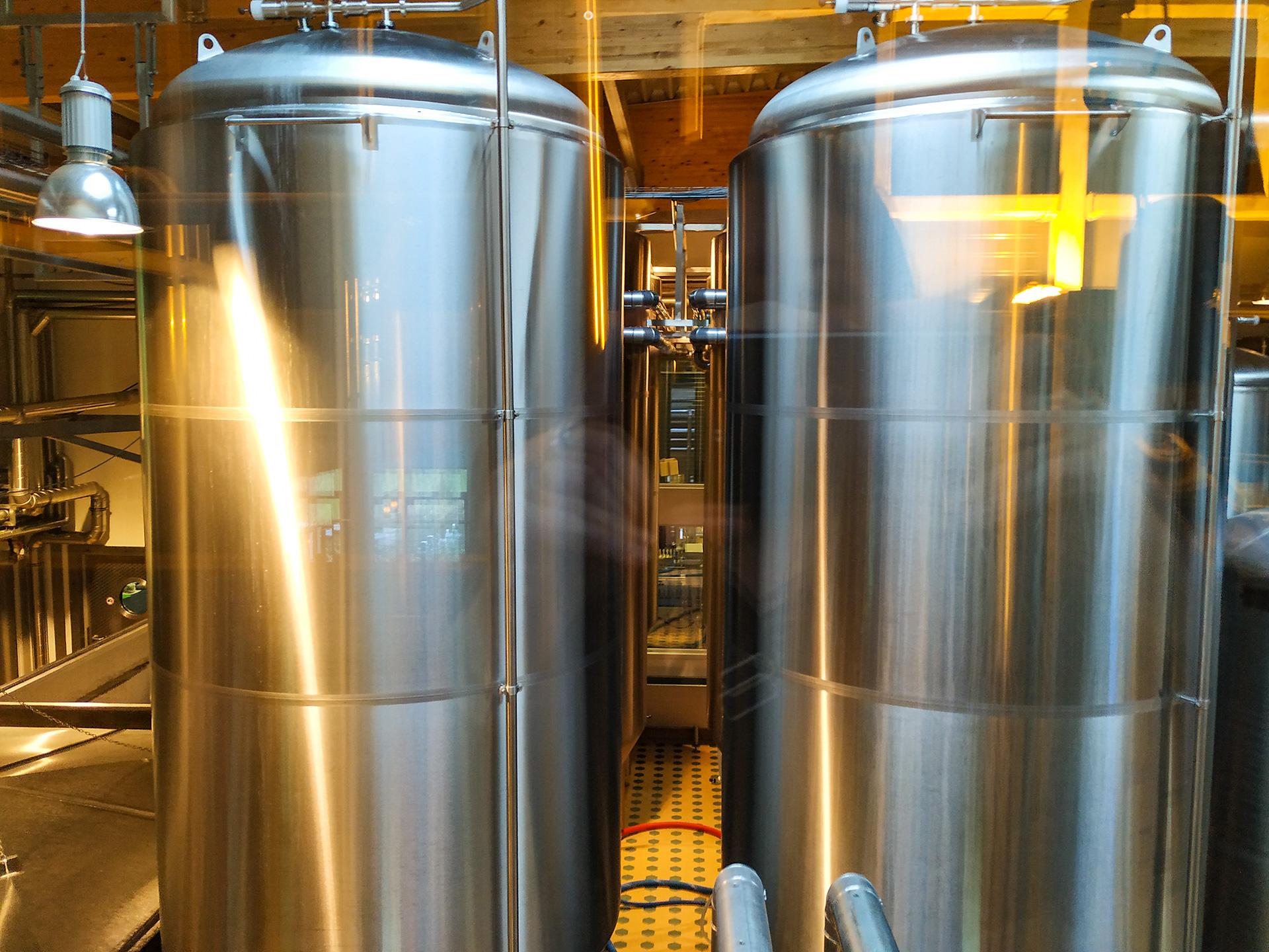 Browar Rugia – tanki z piwem