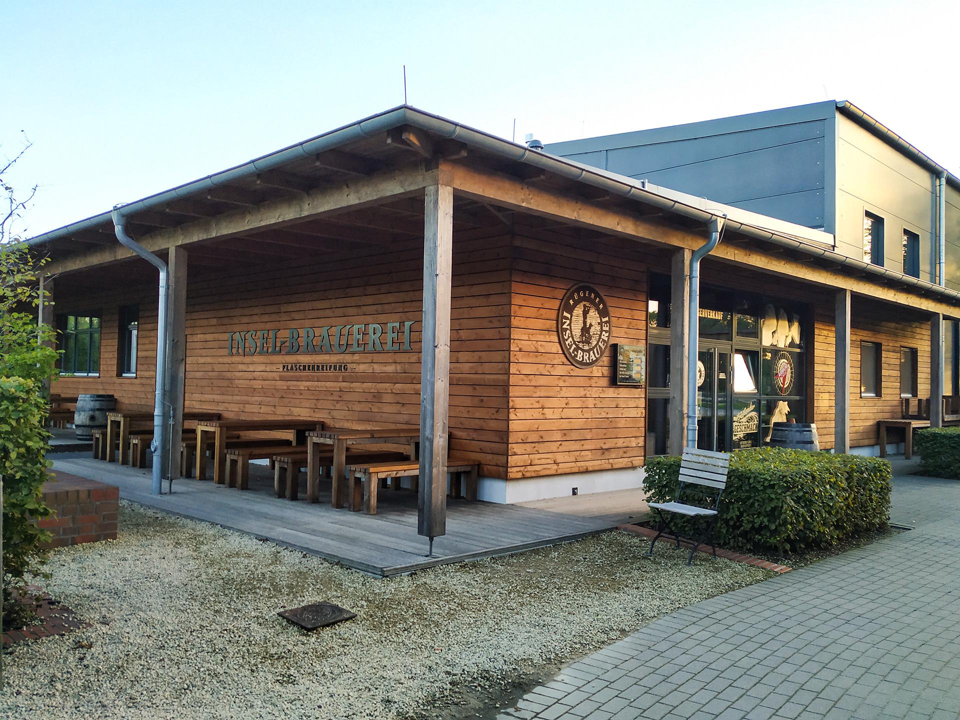 Browar Rugia – drewniany parterowy budynek sklepu i restauracji