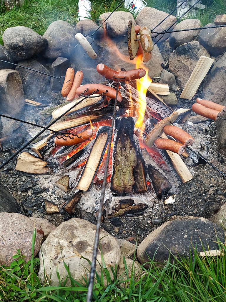 Na koniec degustacji – ognisko! Dobrze zrobiło, bo pogoda – jak to w majówkę– wcale nas nie rozpieszczała.