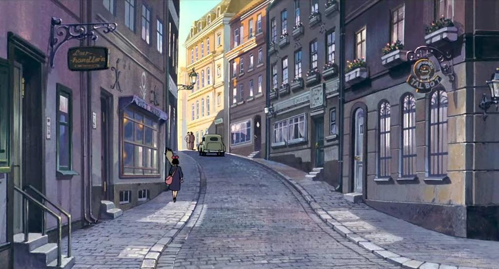 Anime city break – boczna uliczka wśrod kamienic