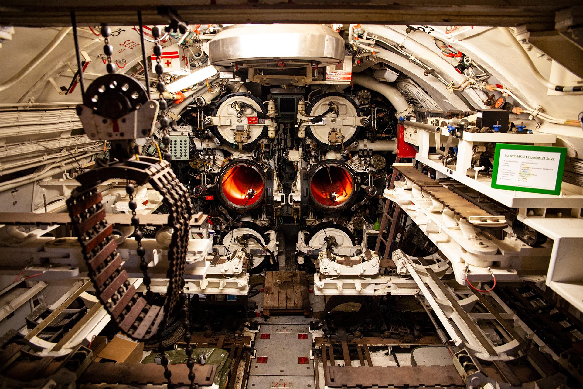 Zwiedzanie zaczynamy od sekcji torpedowej