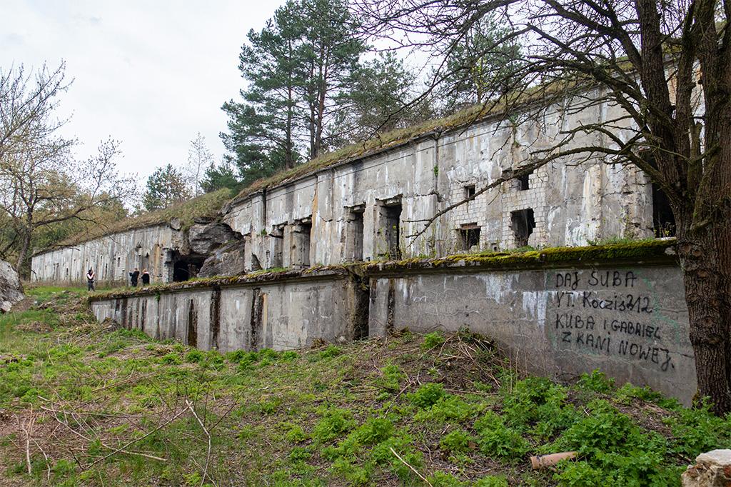 Fort Beniaminów od strony drogi