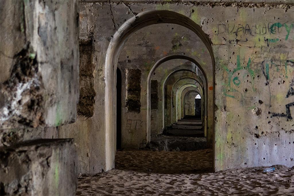 Fort Beniaminów –rząd przejść we wnętrzu poterny