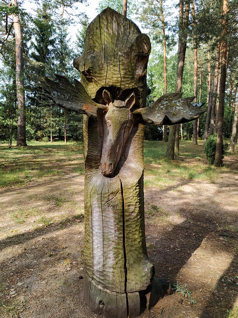 Kurpie – rzeźbiona głowa łosia z porożem