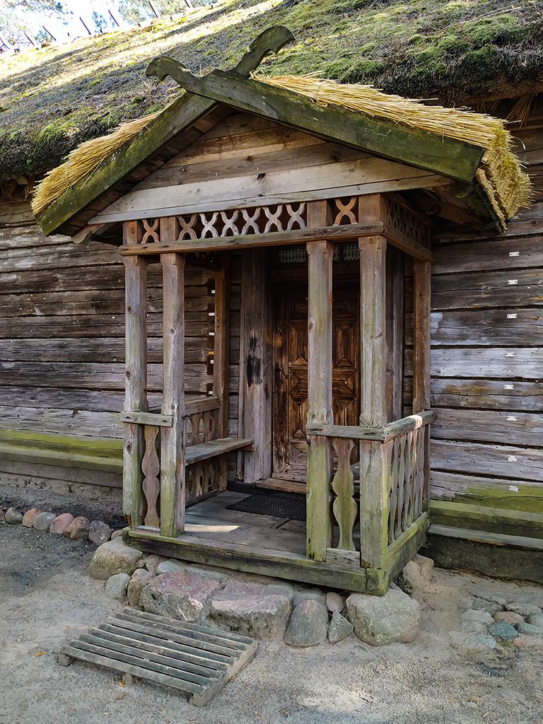 Kurpie – drewniane wejście do chaty