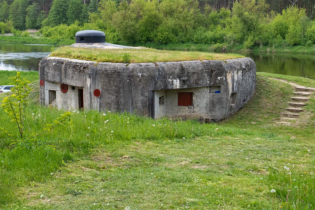 Kurpie – dobrze zachowany bunkier przy rzece