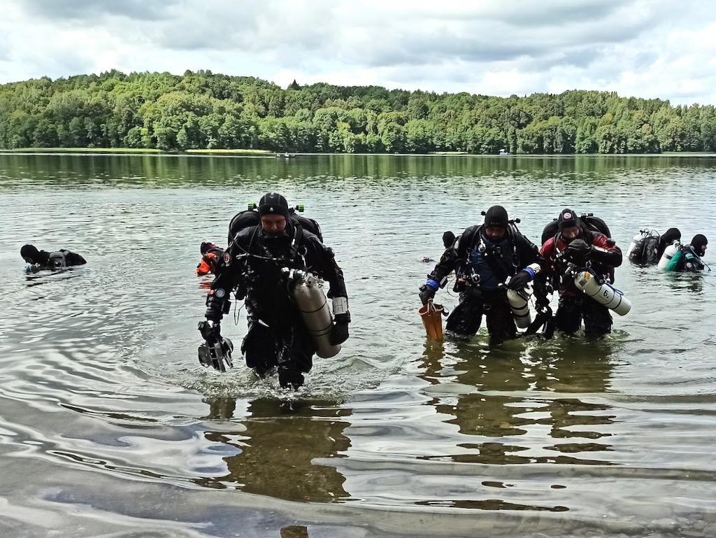 Hańcza z Nurkersami – nurkowie techniczni wychodzą z wody