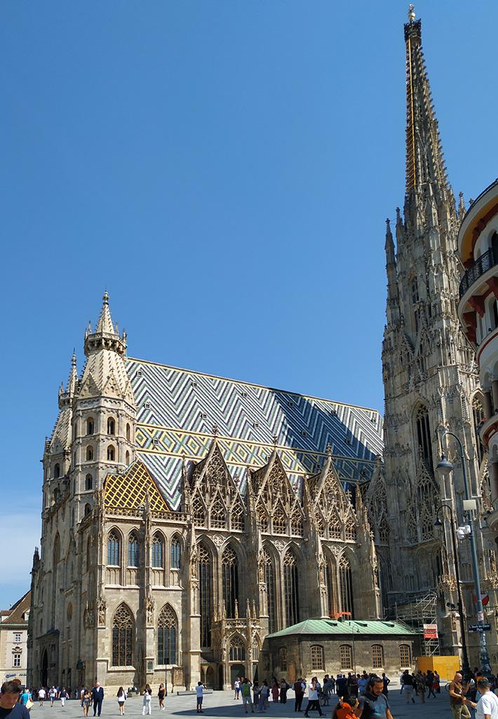 Katedra z wieżą ze schodami. Ta z windą jest po drugiej stronie :)