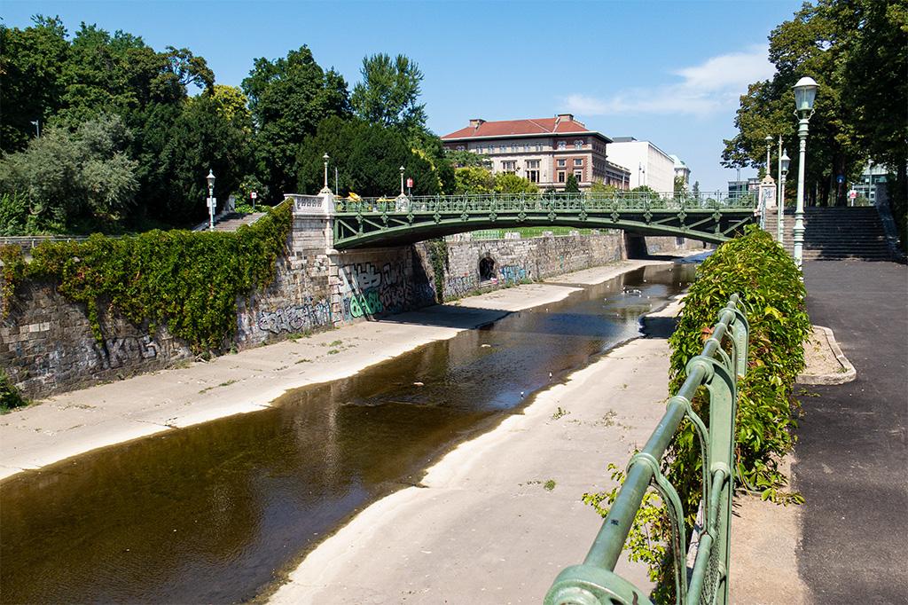 Most z nadzieją na rzekę