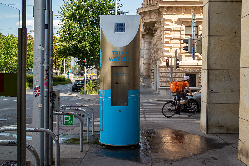 Wiedeń, city break – uliczny zraszacz i poidełko