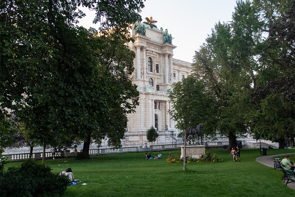Wiedeń, city break – Hofburg od strony ogrodów