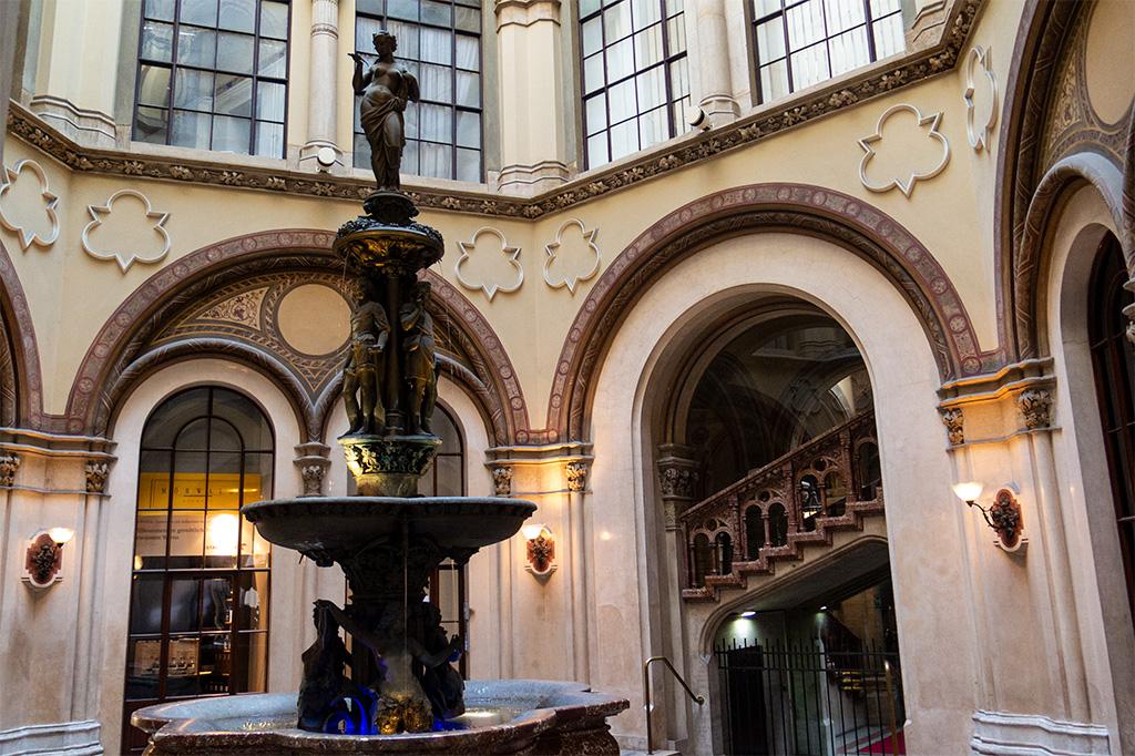 Wiedeń, city break – pasaż handowy przypominający pałac